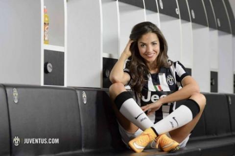 Presenter Cantik & Sexy Ini Akan Bugil Didepan Kamera , Setelah C. Ronaldo Pindah Ke Juve