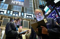 Wall St. clings to gains on trade hopes