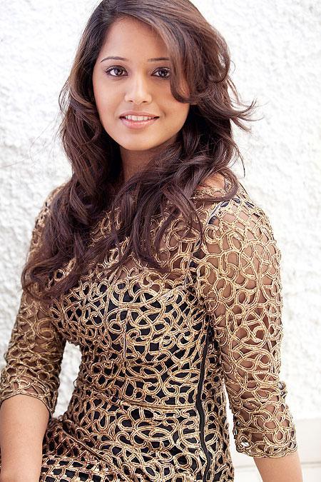 क्या अपने देखी हैं आईपीएल के विकेटकीपर दिनेश कार्तिक की दूसरी पत्नी की हॉट&खुबसूरत तस्वीरें.. 4
